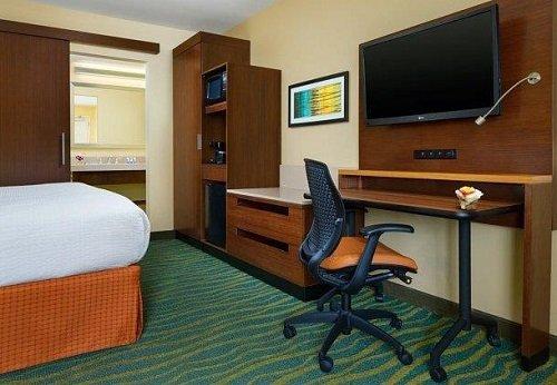 Fairfield Inn & Suites room 3