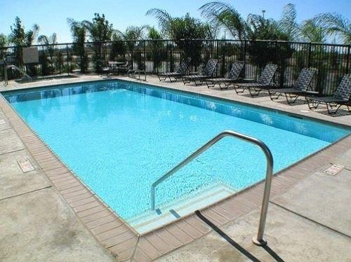 Hampton Inn Suites Merced pool