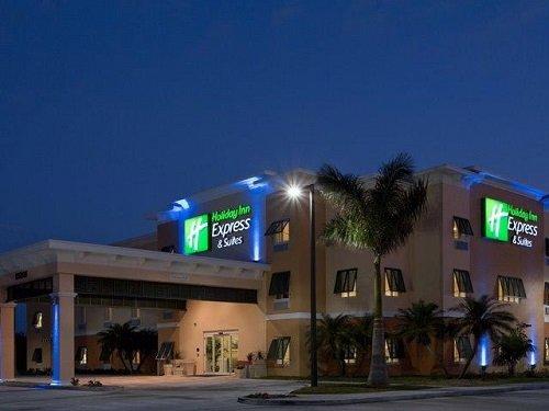 Holiday Inn Express Marathon building