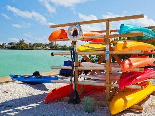 Holiday Inn Express Marathon kayaks