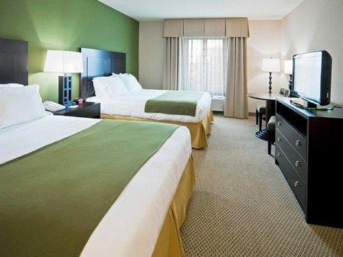 Holiday Inn Express Marathon room