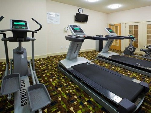 Holiday Inn Express Marathon gym