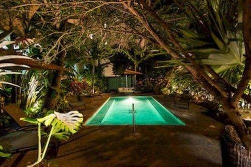 essex hotel pool