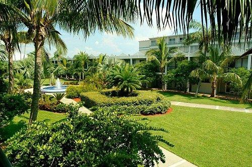Beachcomber Beach Resort Hotel garden