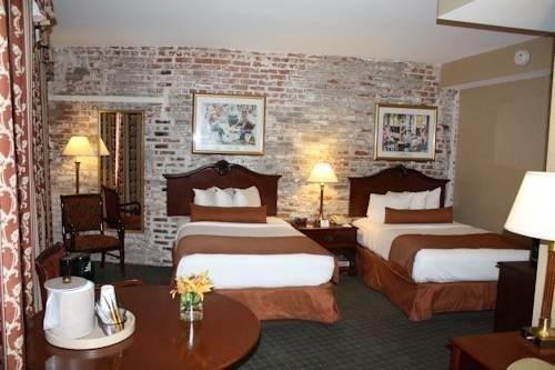 Best Western Plus St. Christopher Hotel room