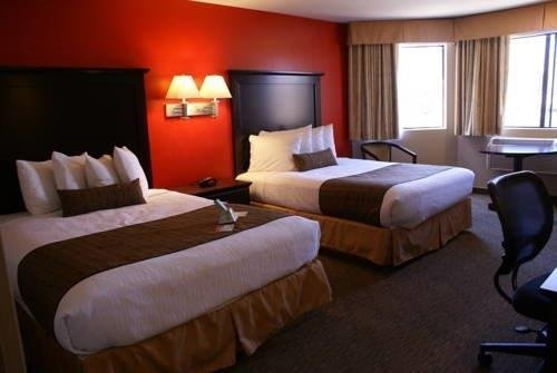 Best Western Dragon Gate Inn room