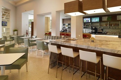 Courtyard Cadillac Miami Beach Oceanfront bar