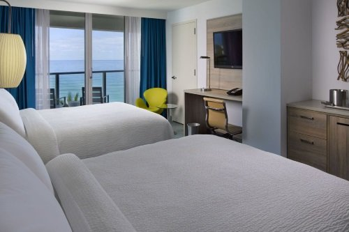 Courtyard Cadillac Miami Beach Oceanfront kamer 2 double beds