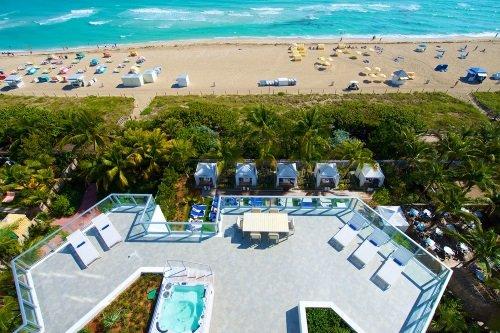 Courtyard Cadillac Miami Beach Oceanfront buitenterras en strand