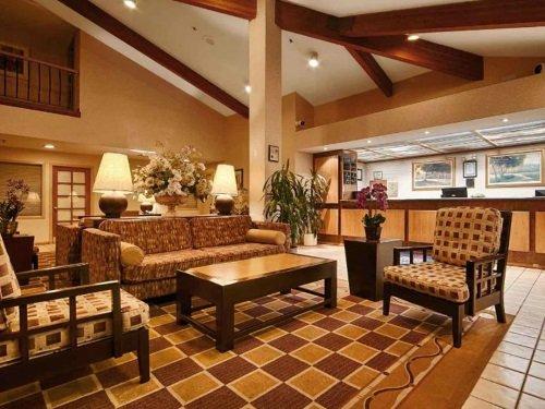 Best Western PLUS Executive Inn lobby
