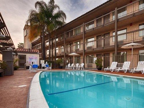 Best Western PLUS Executive Inn zwembad