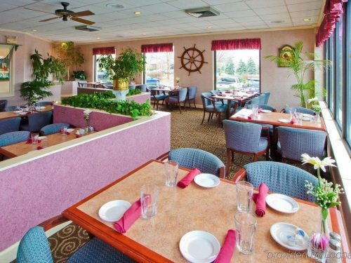 Holiday Inn Tanglewood restaurant