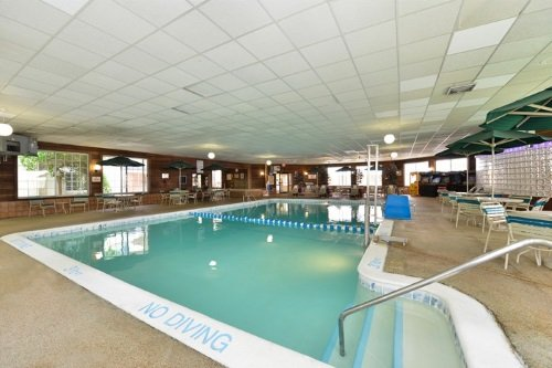 Best Western Greenfield Inn zwembad