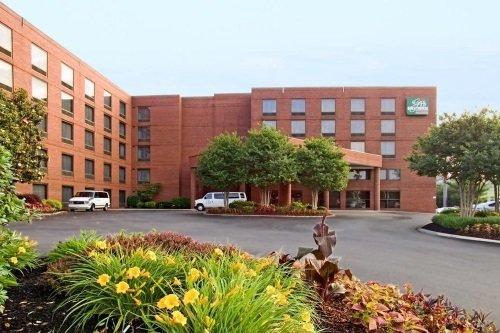 GuestHouse Inn Suites Nashville Music Valley