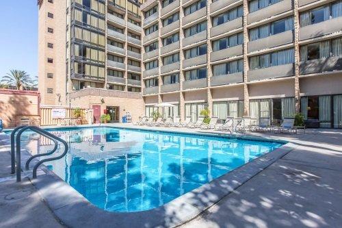 Clarion Hotel Anaheim Resort zwembad