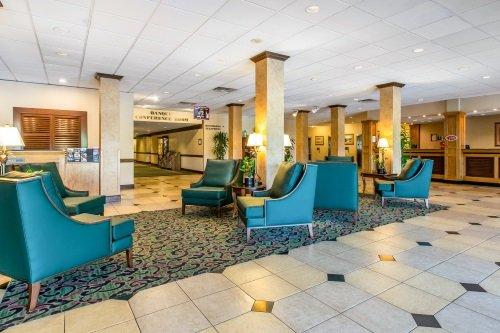 Clarion Hotel Anaheim Resort lobby