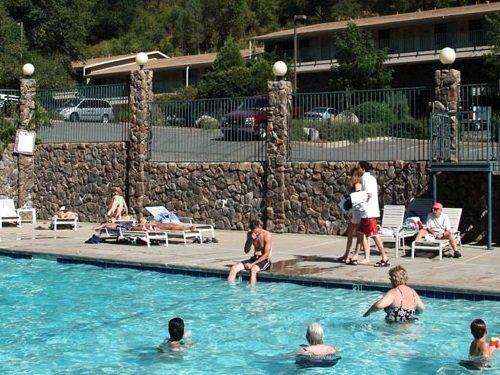 Cedar Lodge zwembad