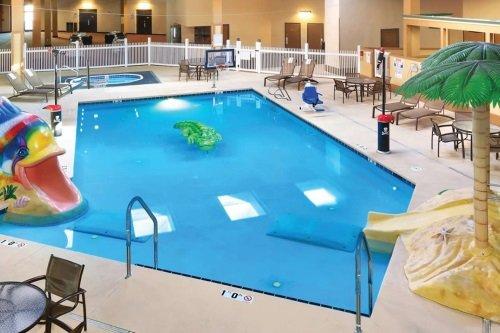 Ramkota Hotel Casper pool