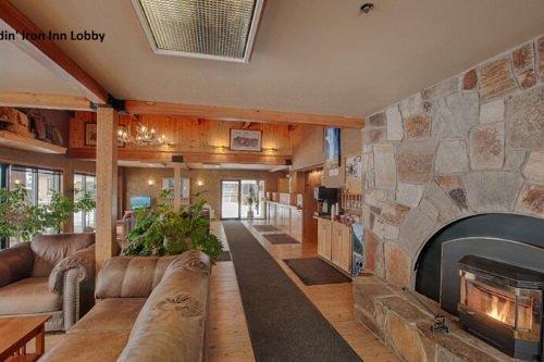 Brandin Iron Inn lobby