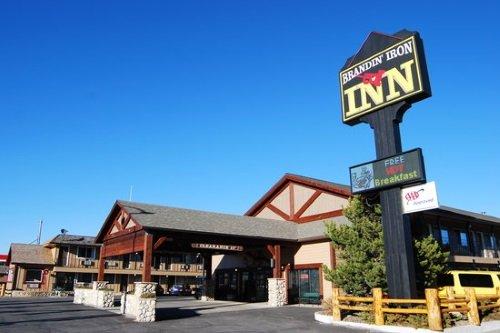 Brandin Iron Inn buitenkant