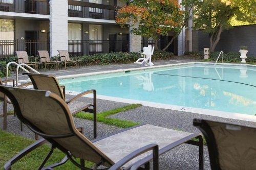 Coast Bellevue Hotel zwembad
