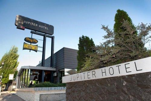 Jupiter Hotel buitenkant