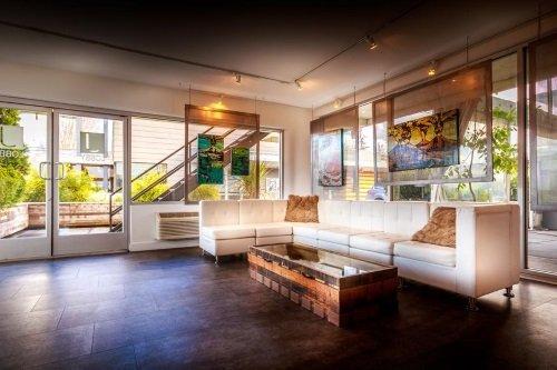 Jupiter Hotel lounge