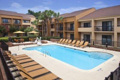 Courtyard by Marriott Tallahassee buiten met zwembad