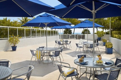 Best Western Atlantic Beach Resort buitenterras