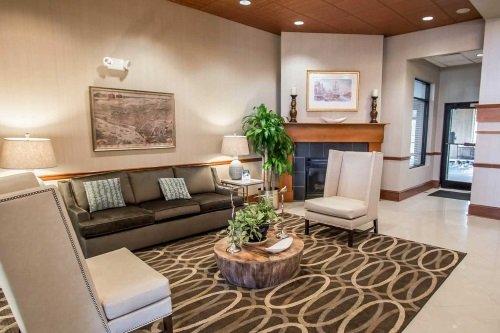 Comfort Suites Historic District lounge