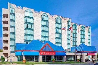 Ramada Hotel Niagara Falls buitenkant