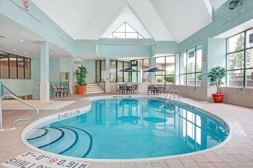 Ramada Hotel Niagara Falls binnenzwembad