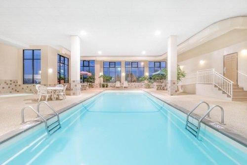 Howard Johnson Rapid City zwembad