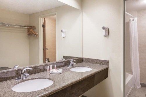 Days Hotel Flagstaff badkamer
