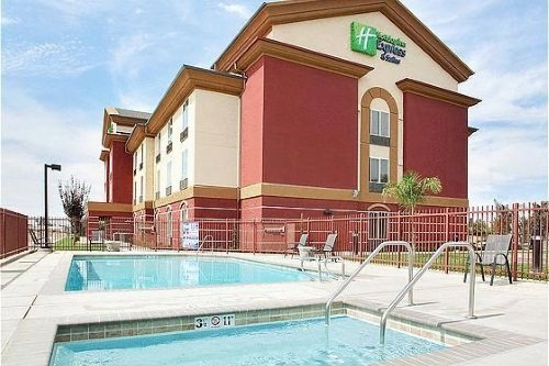 Holiday Inn Express Suites Chowchilla Yosemite Park Area zwembad