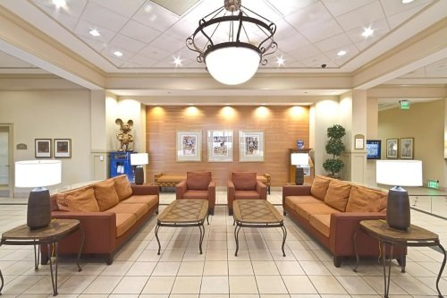 Holiday Inn Anaheim lobby
