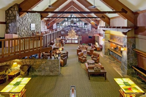 Mammoth Mountain Inn lounge