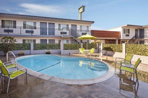 Studio Inn Downey zwembad