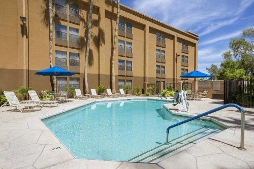 GreenTree Inn & Suites Phoenix buitenkant