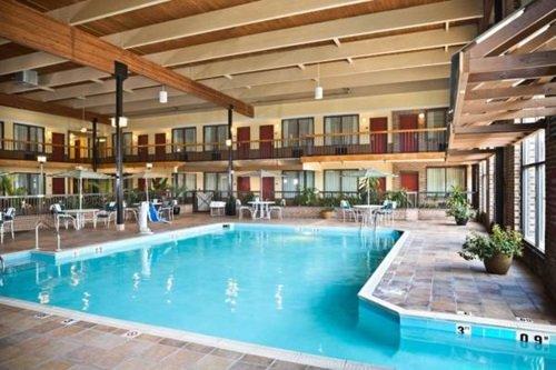 Wyndham Garden York zwembad