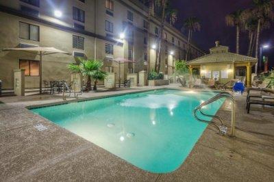 Holiday Inn North Phoenix zwembad avond