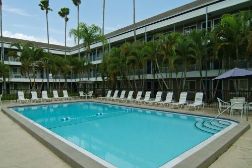 Lantern Inn & Suites zwembad
