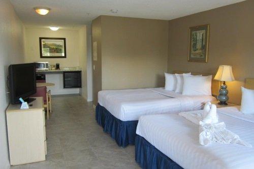 Lantern Inn & Suites kamer