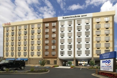 Fairfield Inn Suites by Marriott Alexandria Landmark buitenkant