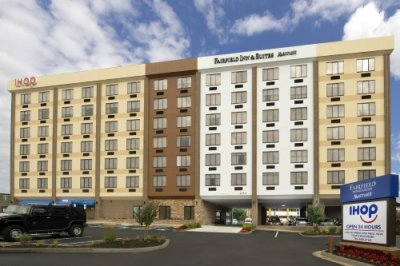 Fairfield Inn Suites by Marriott Alexandria Landmark buitenkant