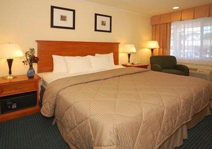 Comfort Inn Monterey by the Sea 03.[1]