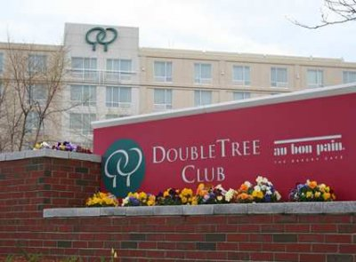 DoubleTree Club Hotel Boston Bayside  01.[1]