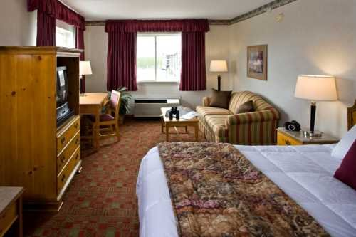 Gray Wolf Inn & Suites 003
