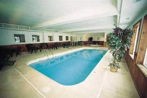 Gray Wolf Inn & Suites 004