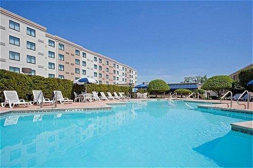 Holiday Inn Hasbrouck Heights  02.[1]